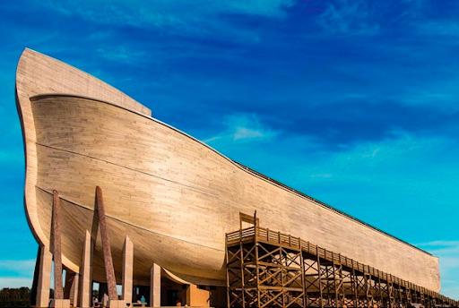 Réplica da Arca de Noé no parque temático The Ark Encounter