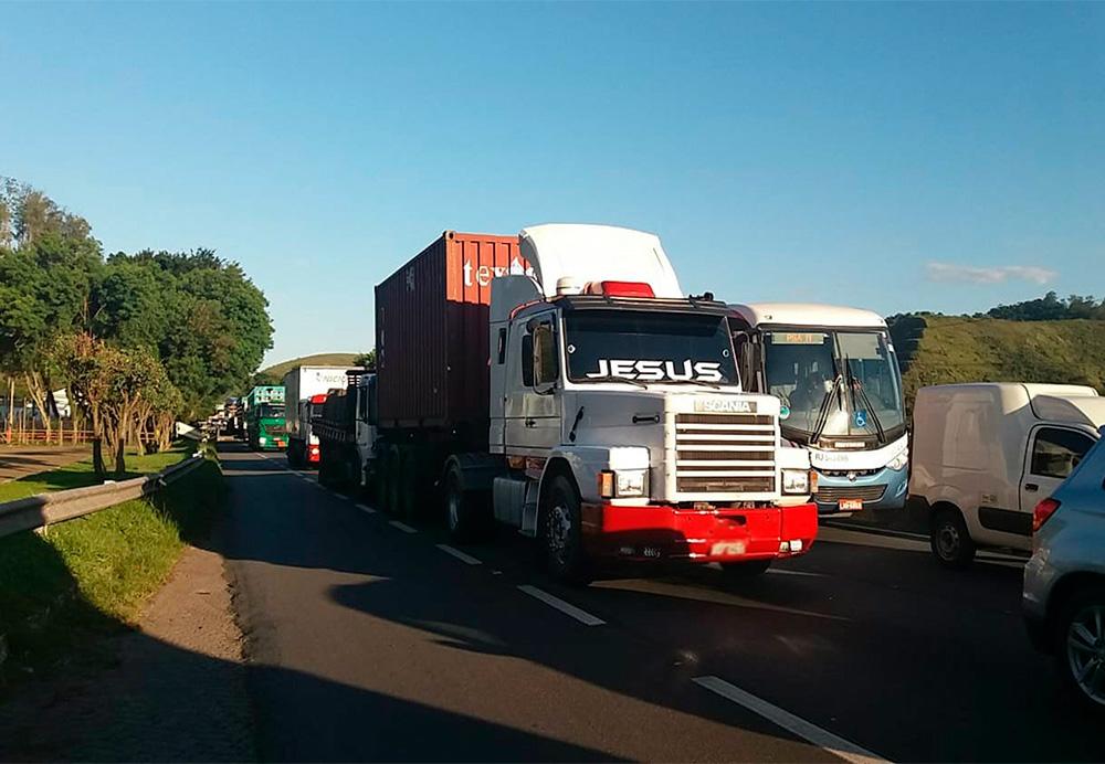 Aumento do Diesel x Caminhoneiros: Uma corrida atrás do prejuízoAumento do Diesel x Caminhoneiros: Uma corrida atrás do prejuízo