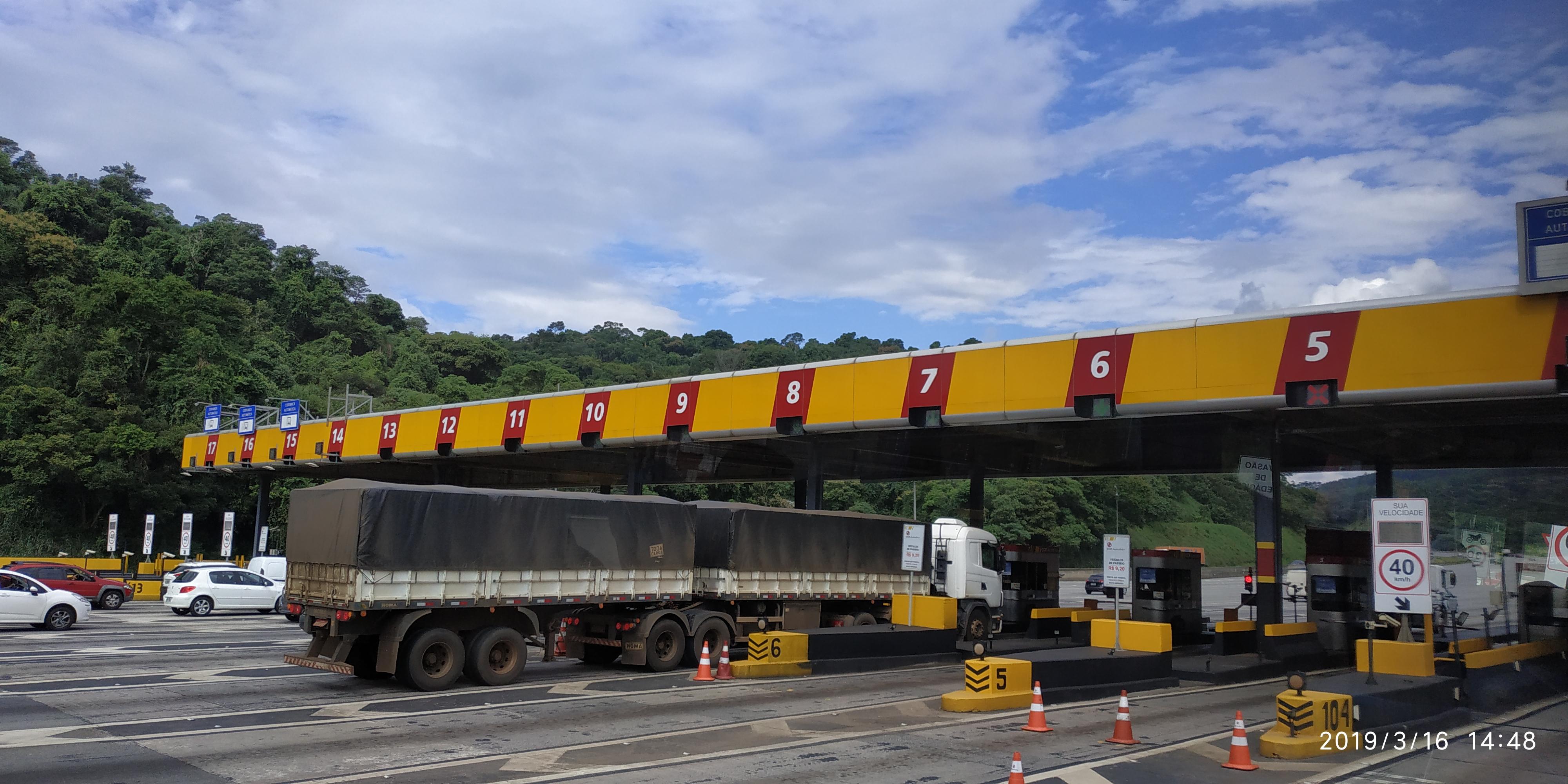 TARIFA REDUZIDA: Caminhoneiros poderão pagar tarifa de pedágio mais barata nas rodovias paulistas, a partir de 2020, caso a proposta do governo estadual saia do papel. É esperar para ver. Foto: Aderlei de Souza