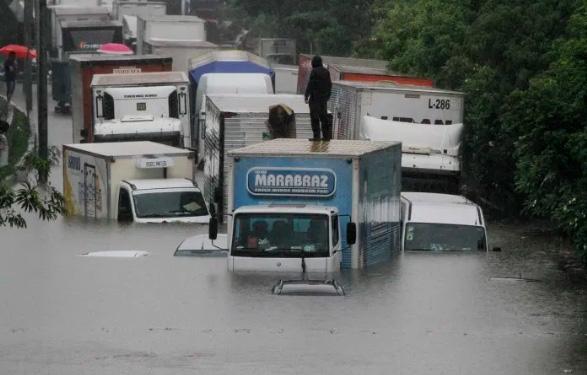 Logística: fortes chuvas afetaram o transporte de cargas em São Paulo