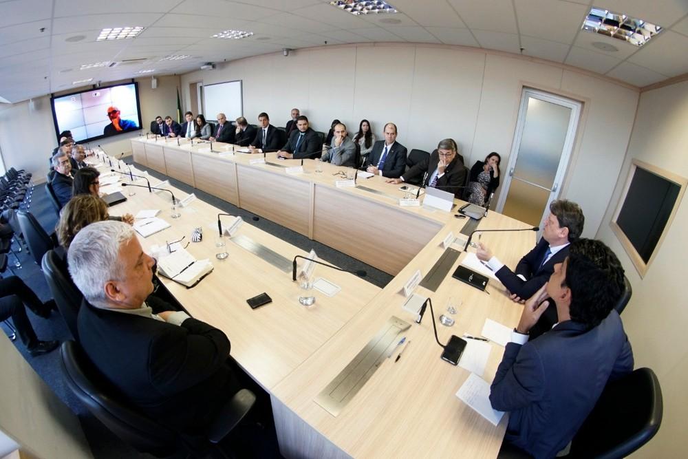 Reunião entre representantes de setores produtivos e o ministro da Infraestrutura, Tarcísio Freitas — Foto: Divulgação/Ministério da Infraestrutura