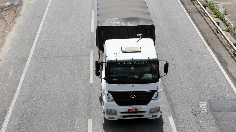 Dificuldade de logística e péssimas condições rodoviárias são fatores para os preços elevados