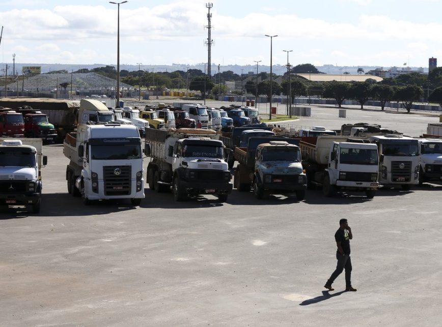 Caminhoneiros em protesto no Estádio Nacional de Brasília Mané Garrincha