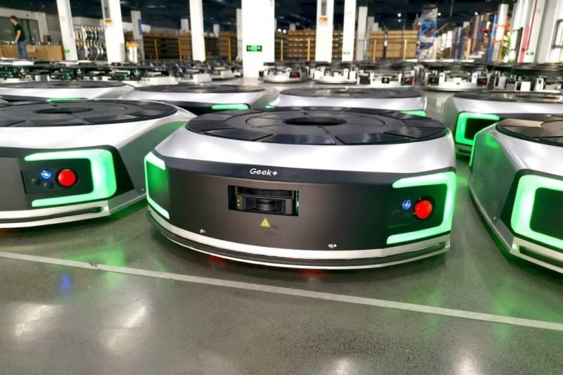 A nova fábrica na China em que robôs são construídos por robôs